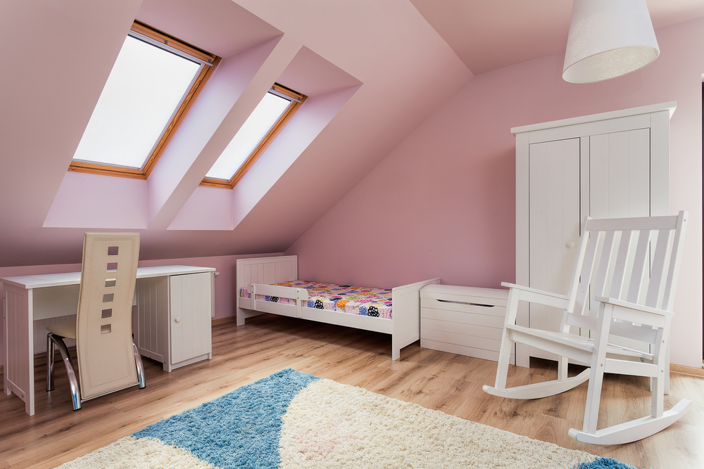 Urban apartment - pink room on the attic