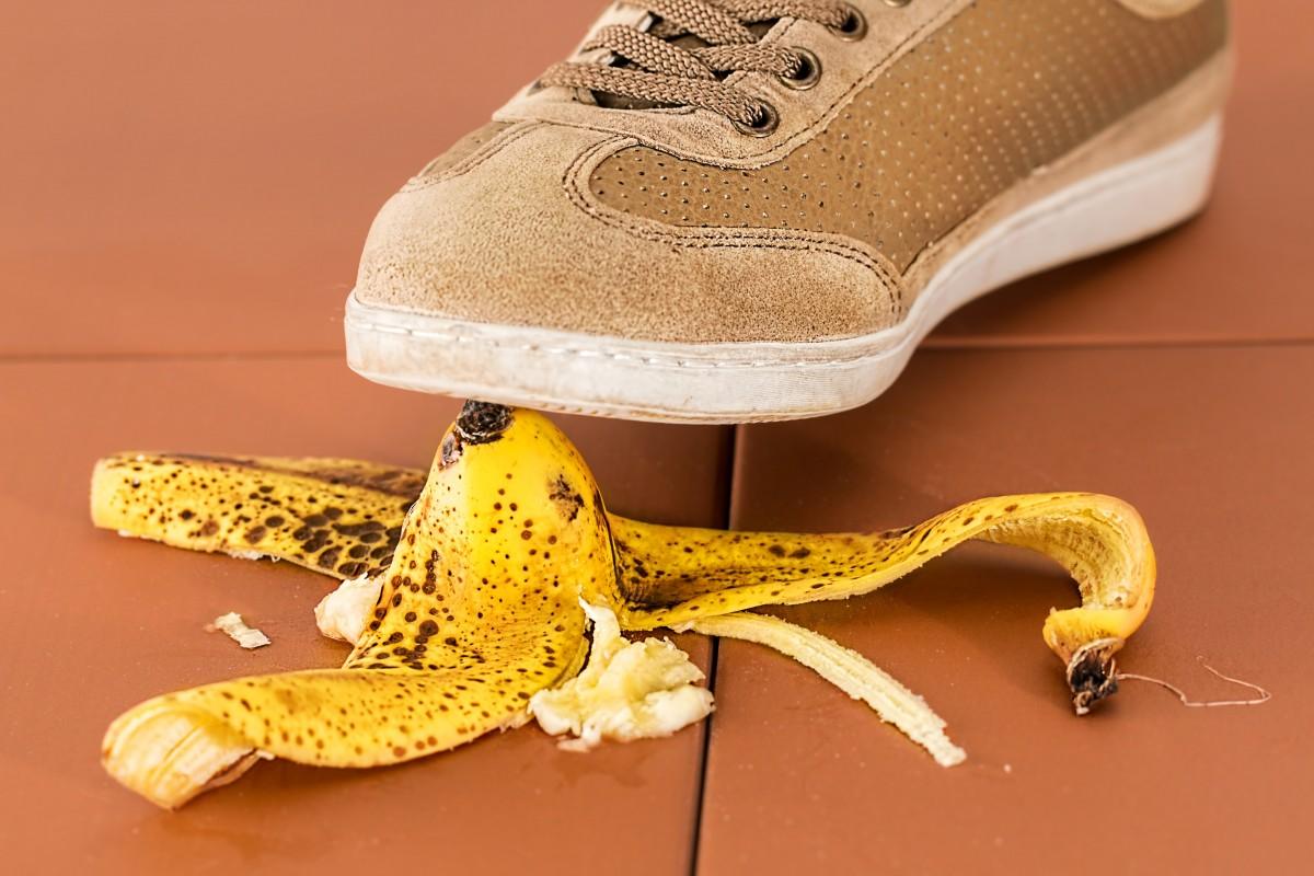slip_up_danger_careless_slippery_accident_risk_banana_skin_hazard-1078216.jpg!d